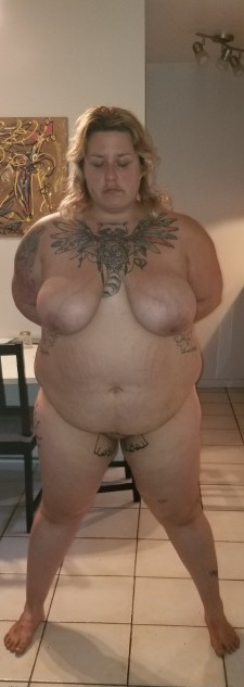 Fat Girl, dickr Frau, Sklavin, BDSM, Sadomaso, Masochist, tätowiert, unterwürfig, Dienerin, Hure, Schlampe, Nutte, Hure, Benutzen, anschaffen, erziehen, Züchtigen, partnersuche, kontaktanzeige